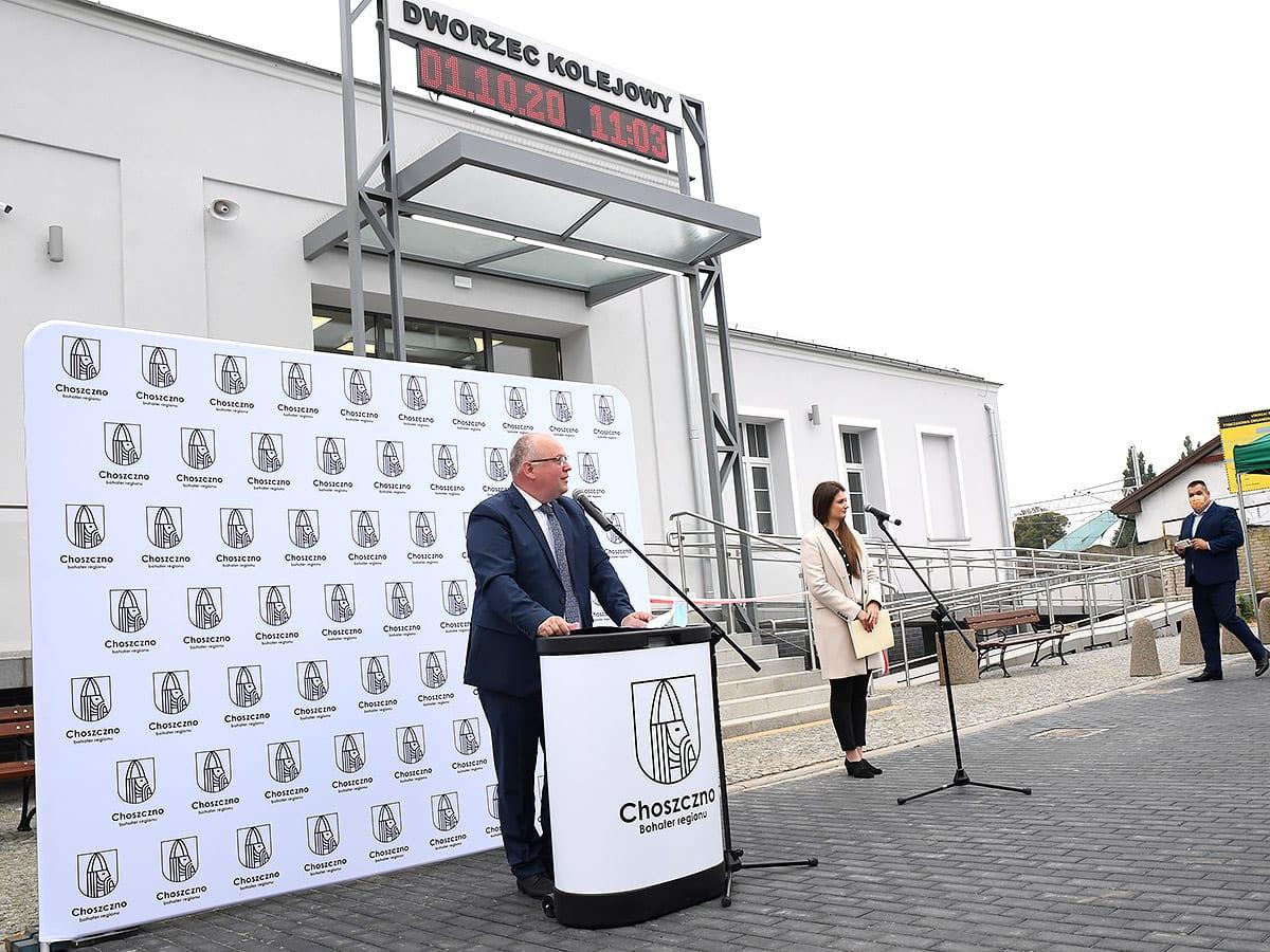 Uroczyste otwarcie budynku dworca PKP wChoszcznie